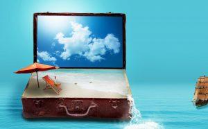 Image d'illustration avec une valise contenant du sable, un parasol et une chaise longue miniatures. Image par Darkmoon_Art de Pixabay