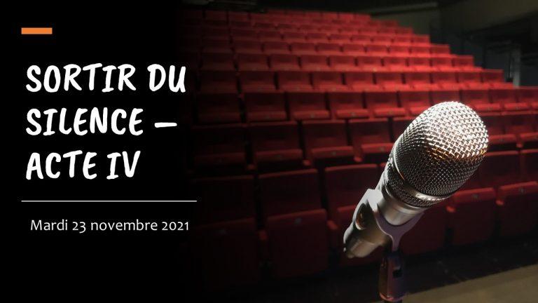 Bandeau Sortir du silence acte IV. Photo d'illustration avec des sièges de théâtre et un micro au premier plan